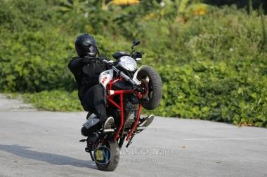 Ducati Mini Monster 110 - Trùm ảnh biểu diễn Moto bốc đầu drift cực đẹp