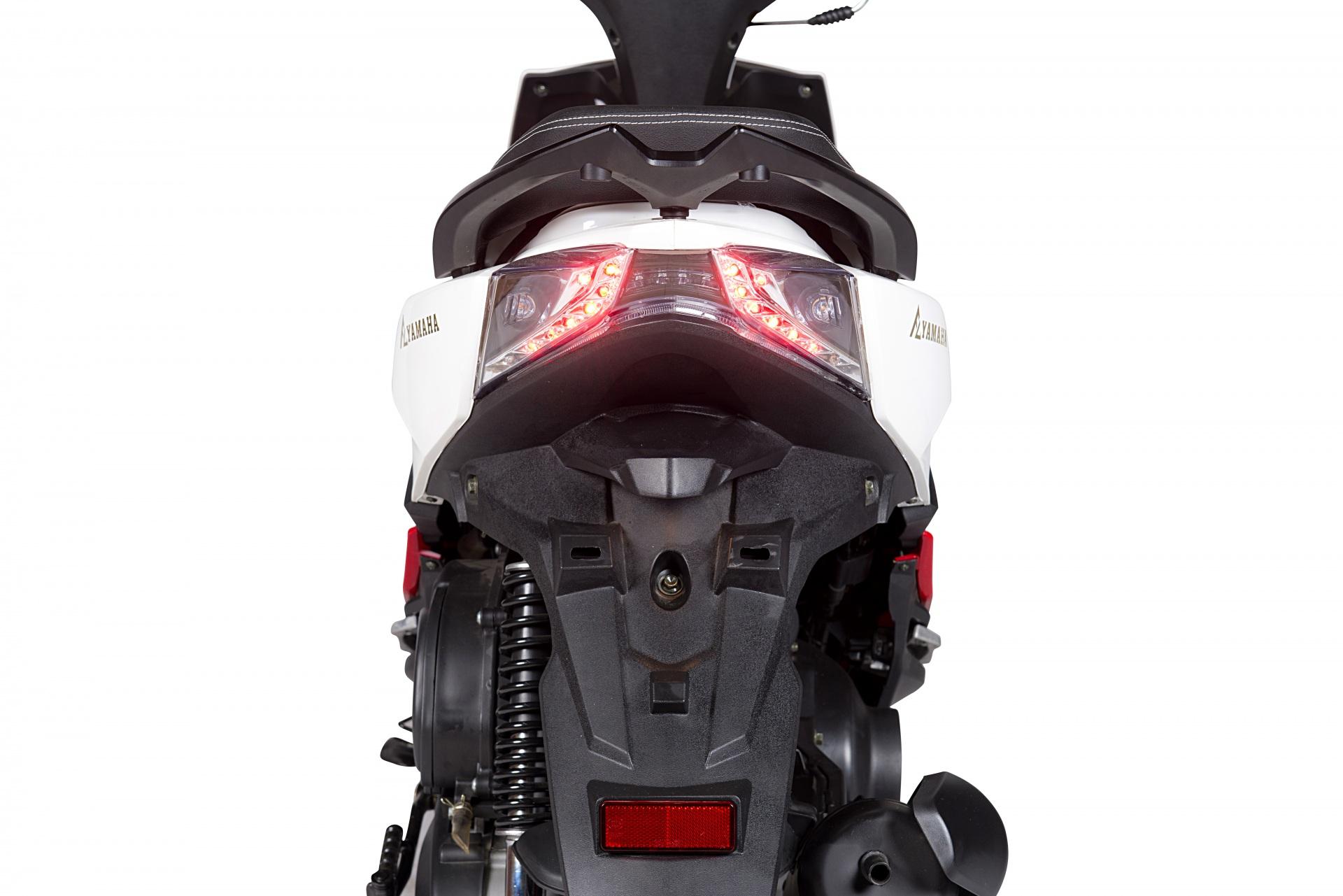 den-chieu-hau-xe-ga-50cc-s8