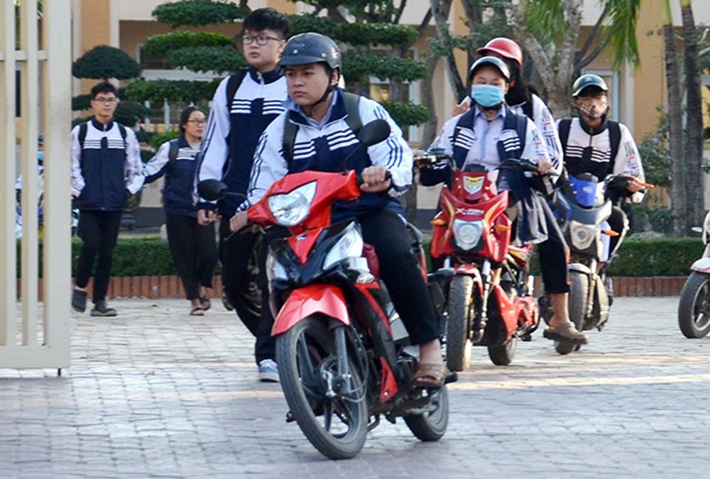 Đi xe máy 50cc cần bằng lái không