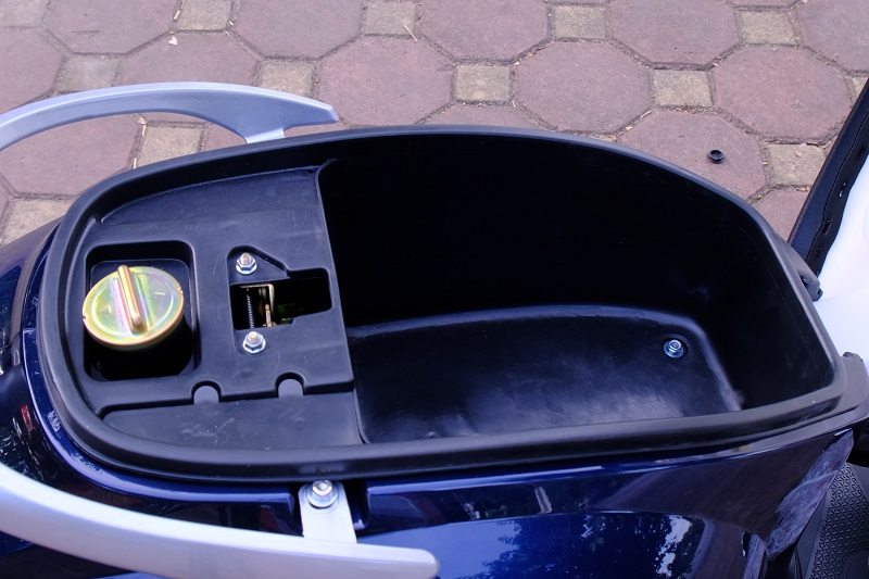 Cốp rộng rãi xe ga 50cc Kitafu 50Vs Detech