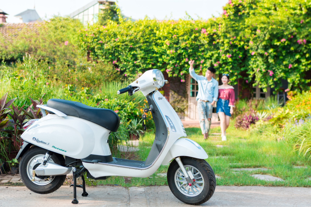 xe-may-dien-vespa-nioshima-s-2019-mau-trang