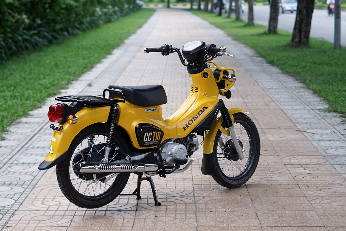 xe-may-honda-cub-cross-110cc-mau-vang-3