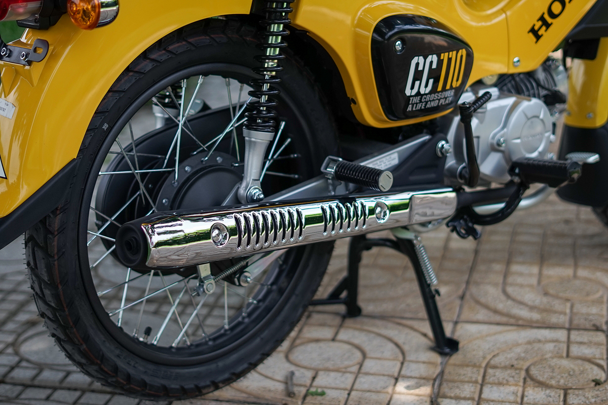 xe-may-honda-cub-cross-110cc-mau-vang-5
