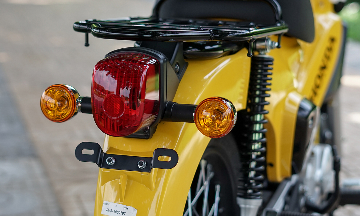 xe-may-honda-cub-cross-110cc-mau-vang-6