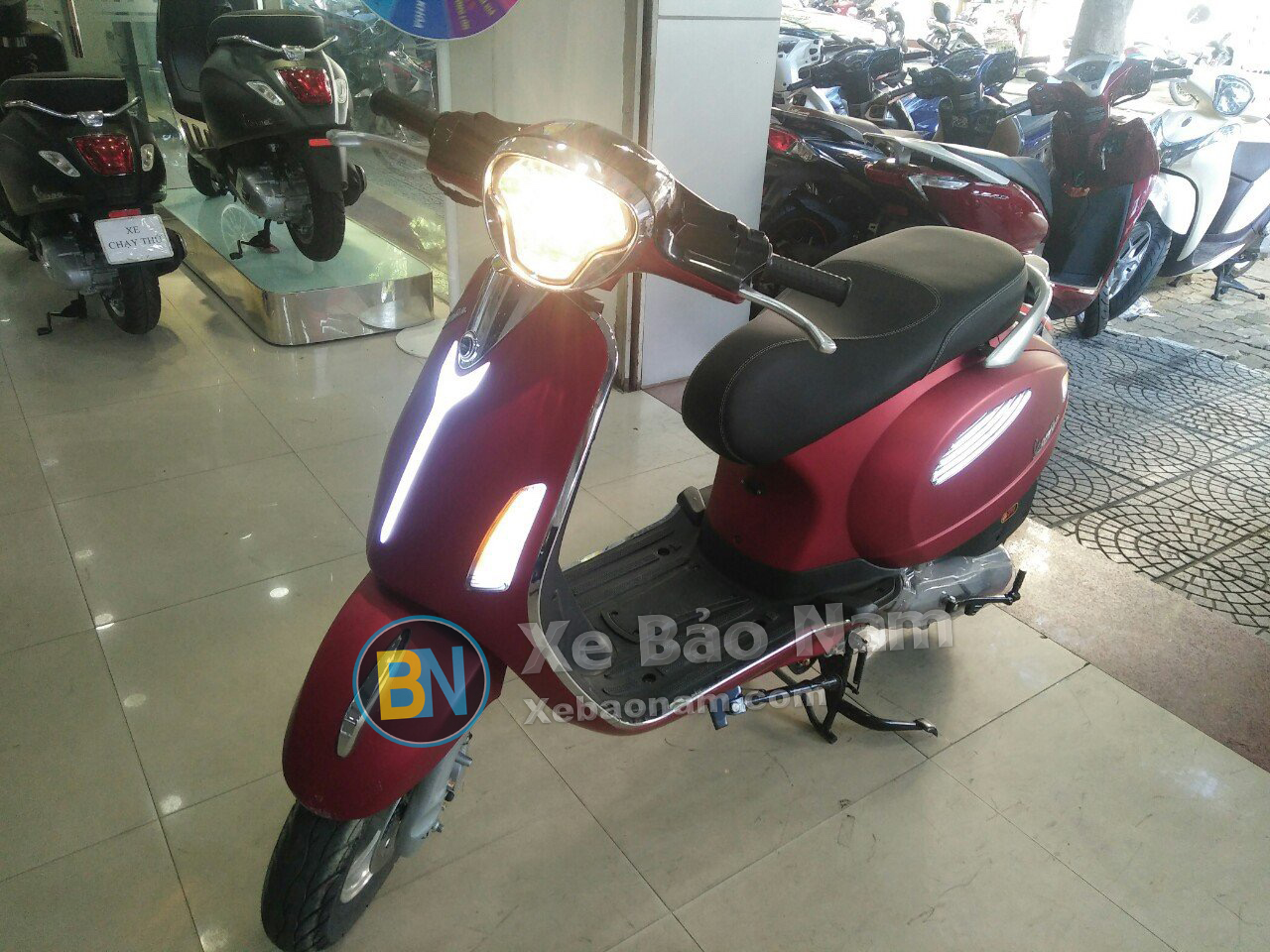 xe-may-tay-ga-50cc-vespa-smile-mau-do