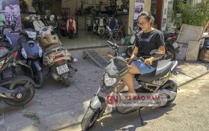 Khách hàng mua xe máy điện Z1 chính hãng Sym tại Xe Bảo Nam