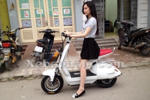 Soi xe máy điện Mocha S mới cứng giá chưa đến 10 củ