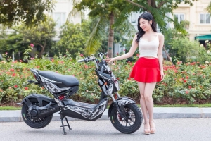 Hot girl 'Thanh Bi Người Phán Xử' đại diện thương hiệu Xe Điện Osaka 2018