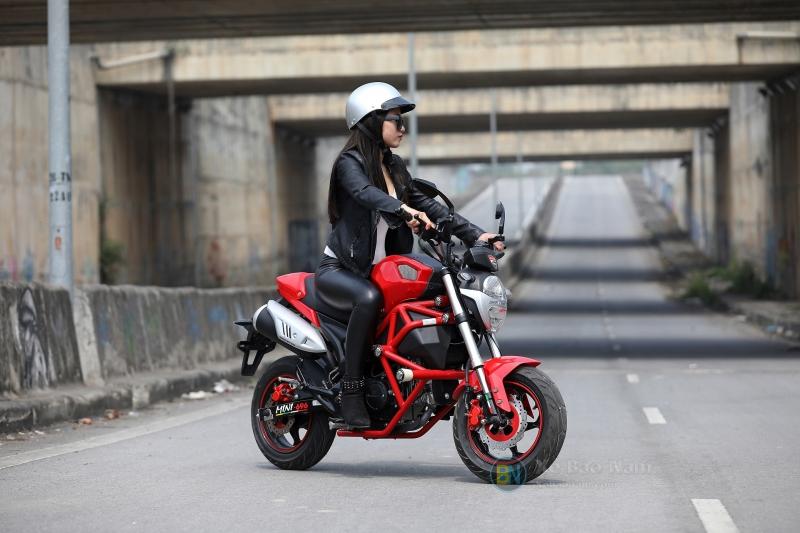 Xe máy Ducati Monster Mini 110 màu đỏ